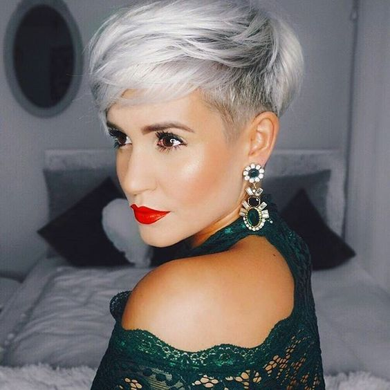Haircuts women with bangs round face (36)