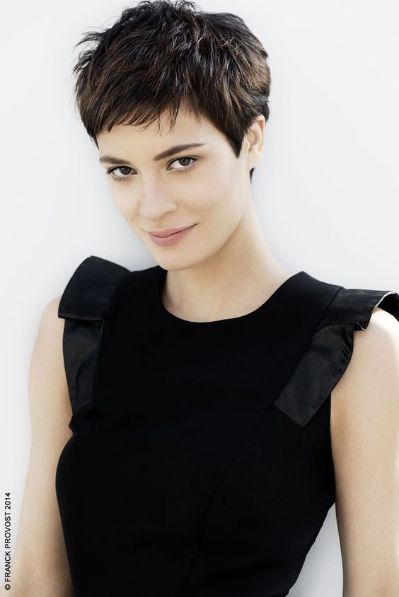 Haircuts women with bangs round face (25)